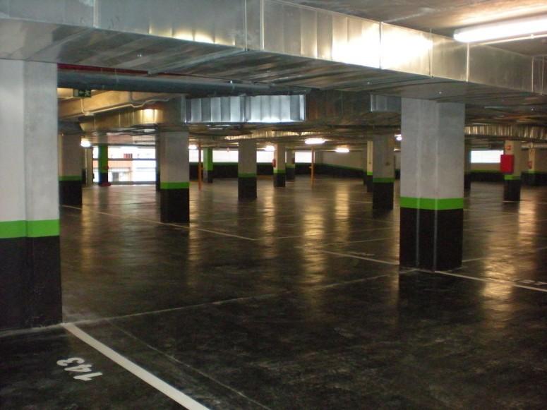 Plaza_publica_y_aparcamiento_para_vehiculos_en_sr3_2