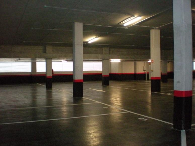 Plaza_publica_y_aparcamiento_para_vehiculos_en_sr3_3