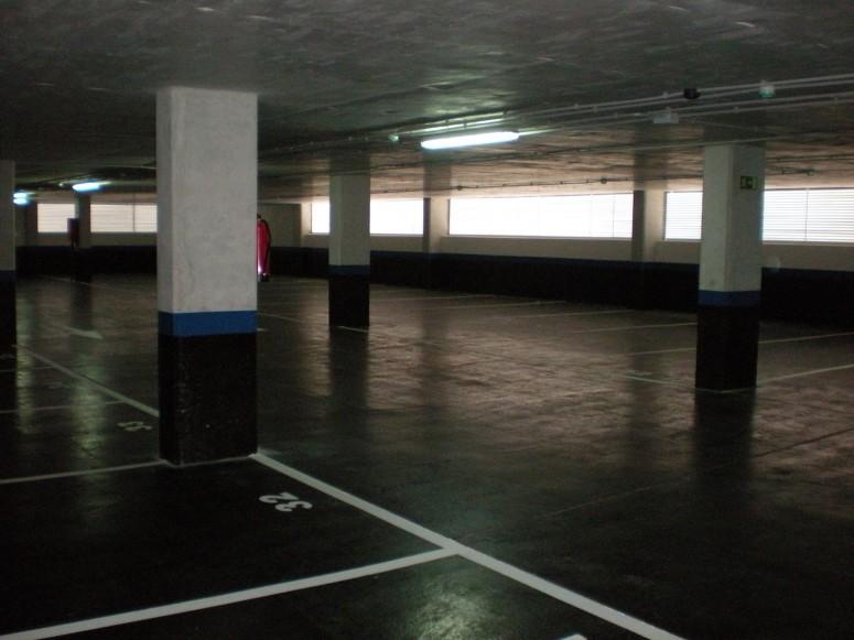 Plaza_publica_y_aparcamiento_para_vehiculos_en_sr3_4