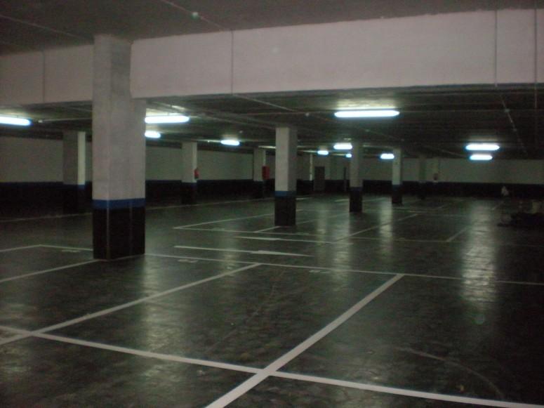 Plaza_publica_y_aparcamiento_para_vehiculos_en_sr3_6